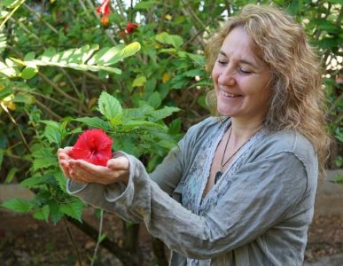 Milena Maat holding a flower in Mexico
